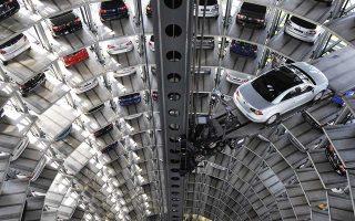 Οι μεγάλες αυτοκινητοβιομηχανίες της Γερμανίας έχουν μονάδες παραγωγής στις ΗΠΑ που παρήγαγαν πέρυσι 804.000 οχήματα.