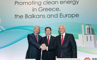 Ο Λινγκ Ουέν, πρόεδρος και διευθύνων σύμβουλος της China Energy, ο Γουένγκ Τζιεμίνγκ, αντιπρόεδρος του Οργανισμού Εποπτείας και Διαχείρισης Κρατικών Περιουσιακών Στοιχείων της Κίνας, και ο Δημήτρης Κοπελούζος, πρόεδρος και διευθύνων σύμβουλος του ομίλου Κοπελούζου.