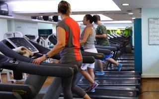 «Πολλοί είναι εκείνοι που έρχονται με κύριο στόχο να γνωριστούν με άλλους, όχι να γυμναστούν», λένε ιδιοκτήτες και γυμναστές.