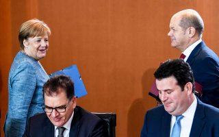 Η Αγκελα Μέρκελ και οι πρωτοκλασάτοι υπουργοί της κατά τη χθεσινή συνεδρίαση της κυβέρνησης.