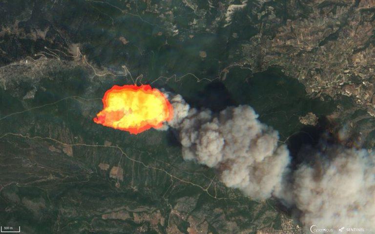 Συγκλονιστικές εικόνες από δορυφόρο της φωτιάς στην Κινέτα