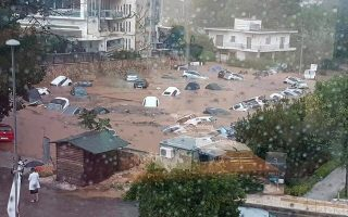Δεκάδες αυτοκίνητα «πνίγηκαν» σε πάρκινγκ στο Μαρούσι κατά τη χθεσινή νεροποντή στην Αττική, καθώς το νερό έφθασε τα τρία μέτρα ύψος. Ακολούθησε το, γνωστό, πινγκ πονγκ ευθυνών μεταξύ των κρατικών υπηρεσιών για το ποιος ευθύνεται όσον αφορά την έλλειψη αντιπλημμυρικών έργων.