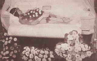 Δολοφονημένη από τον εραστή της στο Χάρλεμ του 1920. Από το βιβλίο «The Harlem Book of the Dead». Η φωτογραφία ενέπνευσε τη Μόρισον.