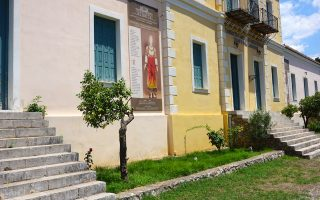 Το παλιό σχολείο στο Χρισσό έγινε το μουσείο που στεγάζει τη μοναδική συλλογή Ηλία Δαραδήμου. Ενα αξιοθέατο του νομού Φωκίδος.