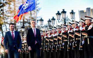 O πρωθυπουργός της ΠΓΔΜ Ζόραν Ζάεφ (στη φωτ. με τον γ.γ. του ΝΑΤΟ Γενς Στόλτενμπεργκ) θα συνδέσει άμεσα το ερώτημα του δημοψηφίσματος για την έγκριση της συμφωνίας των Πρεσπών με την ευρωατλαντική πορεία της χώρας του.