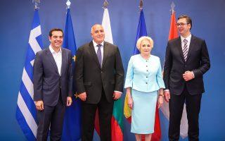 Από αριστερά: Αλέξης Τσίπρας, Μπόικο Μπορίσοφ, Βιόριτσα Ντάντσιλα, Αλεξάνταρ Βούτσιτς στην τετραμερή Ελλάδας, Βουλγαρίας, Ρουμανίας, Σερβίας, στη Θεσσαλονίκη. Ο Σέρβος πρόεδρος αναγκάστηκε να μιλήσει θετικά αλλά με «μισή καρδιά» για τη συμφωνία των Πρεσπών.