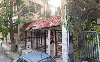 Αραχώβης 44. Το βράδυ της 12ης Ιουνίου, ομάδα αναρχικών εκκένωσε την πρώην φοιτητική λέσχη, διώχνοντας τους Αραβες μετανάστες που διέμεναν εκεί με σκοπό να εγκαταστήσει Σύρους κουρδικής καταγωγής. Το ίδιο βράδυ, αντίπαλη ομάδα αναρχικών ανακατέλαβε το κτίριο.