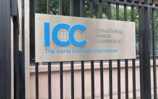 Οι συμφωνίες παρέχουν στους επενδυτές δικαίωμα προσφυγής σε διεθνές διαιτητικό δικαστήριο.