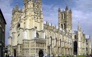 Η Εκκλησία της Αγγλίας διαχειρίζεται επενδυτικό χαρτοφυλάκιο 8,3 δισ. στερλινών και συνταξιοδοτικό ταμείο με κεφάλαια 2,3 δισ. στερλινών.