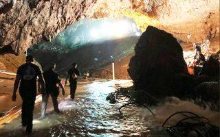 Τη φωτογραφία ανήρτησε στο Twitter ο Ελον Μασκ, ο οποίος επισκέφθηκε το σπήλαιο και άφησε ένα μίνι υποβρύχιο για μελλοντική χρήση.