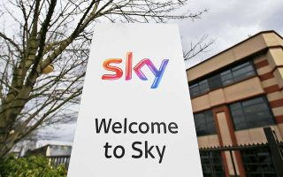Ο όμιλος Sky Plc. περιλαμβάνει τη μεγαλύτερη ψηφιακή συνδρομητική τηλεόραση στη Βρετανία, η οποία προσφέρει πάνω από 1.000 ταινίες μόνο στο θερινό της πρόγραμμα, μαζί με πρόσβαση σε ντοκιμαντέρ, παιδικά προγράμματα και σπορ, από κρίκετ και τένις μέχρι ποδόσφαιρο.