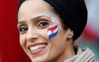 Φίλαθλος της Κροατίας, χαρούμενη για την πρόκριση της ομάδας.
