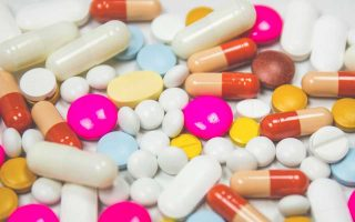 Ερευνα της συμβουλευτικής εταιρείας EY τονίζει ότι είναι ριψοκίνδυνο για τις φαρμακοβιομηχανίες να εστιάσουν μόνον στην ανάπτυξη καινοτόμων φαρμάκων, με πωλήσεις άνω του ενός δισ. δολαρίων.