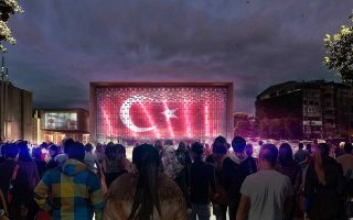Το νέο Πολιτιστικό Κέντρο Ατατούρκ, ένας πολυχώρος τεχνών, θα ολοκληρωθεί στα μέσα του 2019, μεταμορφώνοντας ριζικά την πλατεία Ταξίμ.