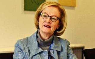 Πιθανοί υποψήφιοι για να διαδεχθούν την Ντανιέλ Νουί είναι ο επικεφαλής της Ευρωπαϊκής Τραπεζικής ΑρχήςΑντρέαΕνρία, ο επόπτης της ΕΚΤΙνιάτσιο Αντζελόνι, η υποδιοικήτρια της ιρλανδικής κεντρικής τράπεζαςΣάρον Ντόνερι και ο πρώην Ολλανδός επόπτης Γιαν Σίμπραντ.