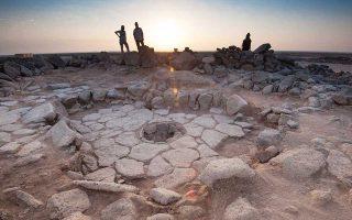 Λίθινη κατασκευή που περιλαμβάνει μια εστία όπου εντοπίστηκαν καμένα κομμάτια ψωμιού, τα οποία χρονολογούνται 14.000 χρόνια πριν.