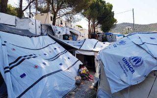Στον παράλληλο καταυλισμό, Olive Grove, ζουν σε σκηνές 1.468 πρόσφυγες και μετανάστες.