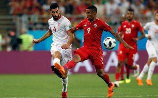 Ο Τυνήσιος Γιασίν Μεριά (αριστερά) στον αγώνα του πρόσφατου Παγκοσμίου Κυπέλλου κόντρα στον Παναμά.