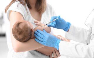 """«Τα υψηλά ποσοστά εμβολιασμού στην Πάτρα και γενικά στη χώρα μας οφείλονται κυρίως στην """"παράδοση"""" του οικογενειακού παιδιάτρου», εξηγεί στην «K» ο παιδίατρος-νεογνολόγος Γιάννης Γιαννακόπουλος."""