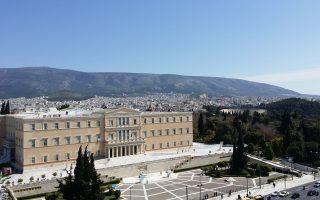 Οι μεταρρυθμίσεις μέχρι σήμερα στην Ελλάδα είναι «καθ' υπέρβασιν». Το κράτος, λόγω αδυναμίας λειτουργίας των θεσμών, δεν μπορεί να τις σχεδιάσει και να τις υλοποιήσει, και αναζητεί πρόσωπα γι' αυτό το έργο.