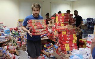 Χθες, συλλέγονταν τρόφιμα, νερά και είδη πρώτης ανάγκης για τους πληγέντες.
