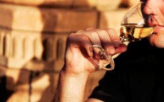 Τα στοιχεία για την κατανάλωση αλκοόλ στη χώρα μας καταδεικνύουν ένα κρυφό πρόβλημα, που βγαίνει όλο και περισσότερο στην επιφάνεια.