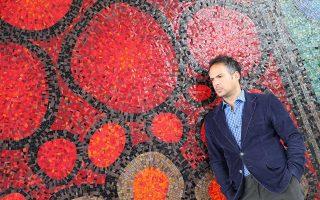 Ο Κώστας Δεδεγκίκας είναι επικεφαλής του New Media Lab στο Πανεπιστήμιο Simon Frazer του Καναδά και εκ των πρωταγωνιστών της διαδικτυακής εφαρμογής «Rebooting the Greek Language».