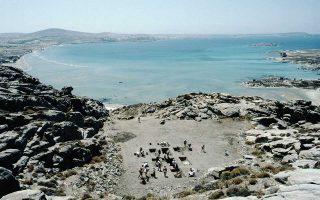 Τη σημασία ανάδειξης της ανασκαφής στις Κουκουναριές της Πάρου τονίζει ο επίτιμος έφορος Αρχαιοτήτων Δημήτρης Σκιλάρντι, υπογραμμίζοντας ότι «είναι ένα μεγάλο εθνικό κεφάλαιο και ίσως από τις πιο σπουδαίες θέσεις στο Αιγαίο».