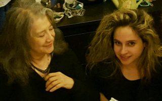 Η διάσημη Αργεντινή πιανίστρια Μάρτα Αρχερίτς ή Αργκεριχ (αριστερά) με τη Θεοδοσία Ντόκου.