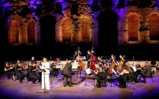 Η Αν Χάλενμπεργκ με το σύνολο Il Pomo d' Oro ερμηνεύουν αποσπάσματα από όπερες του Χέντελ.
