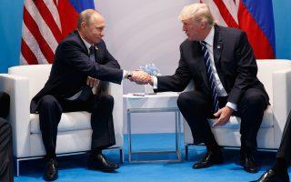 Στιγμιότυπο από τη συνάντηση Πούτιν - Τραμπ, που διήρκεσε περισσότερο από δύο ώρες, πέρυσι τον Ιούλιο στη σύνοδο του G20.