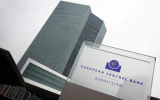Καταλύτης για τη βελτίωση της αγοράς των ελληνικών ομολόγων θα ήταν τόσο η διατήρηση του waiver από την Ευρωπαϊκή Κεντρική Τράπεζα όσο και η ένταξη των ελληνικών ομολόγων στο QΕ.