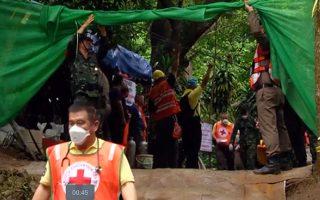 kare-kare-i-epicheirisi-diasosis-stin-tailandi-amp-8211-oi-protes-fotografies-paidion0