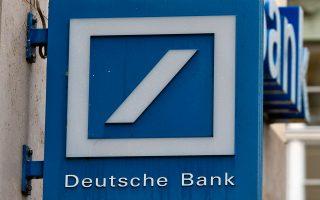 Η ναυαρχίδα του γερμανικού τραπεζικού συστήματος Deutsche Bank, αφού διήλθε σημαντική κρίση ηγεσίας ως αποτέλεσμα σειράς ζημιογόνων αποτελεσμάτων, βλέπει την τιμή της μετοχής της να μειώνεται κατά 43% από τις αρχές του έτους.