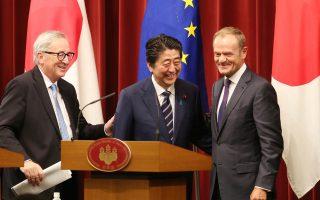 Η συμφωνία ελευθέρου εμπορίου που υπέγραψαν με τον Ιάπωνα πρωθυπουργό Σίνζο Αμπε ο πρόεδρος της Κομισιόν Ζαν-Κλοντ Γιούνκερ και ο πρόεδρος του Ευρωπαϊκού Συμβουλίου Ντόναλντ Τουσκ αποτελεί αντίβαρο στους δασμούς της Ουάσιγκτον.