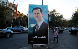 «Ο Ασαντ θριάμβευσε», γράφει η αφίσα που βρίσκεται αναρτημένη στη Δαμασκό.