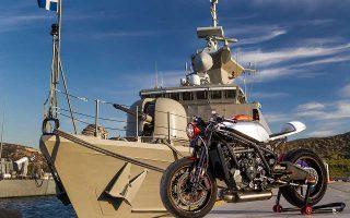 Πρωτόγνωρη συγκίνηση ένιωσαν πατέρας και γιος όταν η μοτοσικλέτα DCR-017, κόστους 75.000 ευρώ, εκ των οποίων οι 58.000 ευρώ αντιστοιχούν στις πρώτες ύλες, παρουσιάστηκε στο ευρωπαϊκό κοινό και μετά βγήκε στον δρόμο.