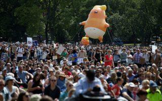 Το μπαλόνι που εικονίζει τον Τραμπ σαν πορτοκαλί, κλαψιάρικο μωρό, υψώθηκε και σήμερα στον ουρανό της Βρετανίας, αυτή τη φορά σε πάρκο στην πρωτεύουσα της Σκωτίας.