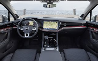 To εντυπωσιακό κόκπιτ της 3ης γενιάς του Volkswagen Touareg.
