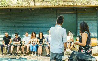 Οι συντελεστές έμειναν στο σπίτι του σκηνογράφου και της μητέρας του στο Χιλιομόδι Κορίνθου και έκαναν πρόβες σε ένα στάβλο έξω από το χωριό.