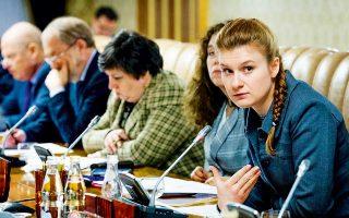 Η Μαρία Μπούτινα  (φωτ. αρχείου), 29 ετών, συνελήφθη στις ΗΠΑ για κατασκοπεία προς όφελος της Ρωσίας. Από τα στοιχεία των εισαγγελέων σκιαγραφείται το προφίλ μιας μυθιστορηματικής κατασκόπου, που χρησιμοποιεί το σεξ για να διεισδύσει στην αμερικανική πολιτική ζωή.