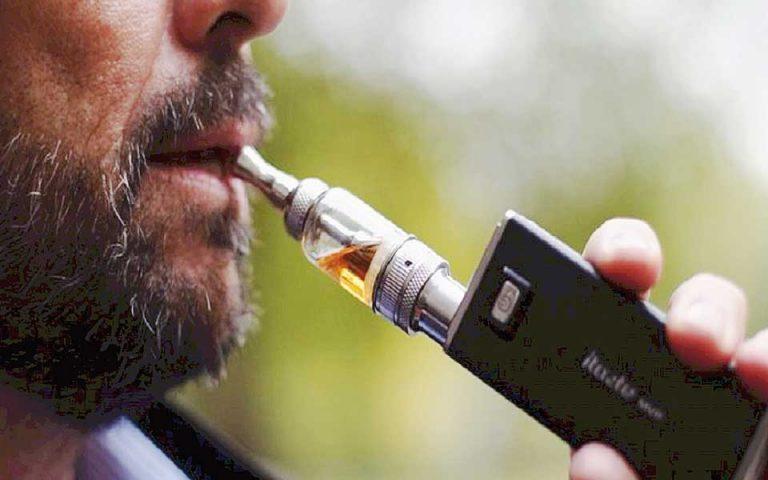 Ο φόρος στα ηλεκτρονικά τσιγάρα έστρεψε τους καταναλωτές στα λαθραία
