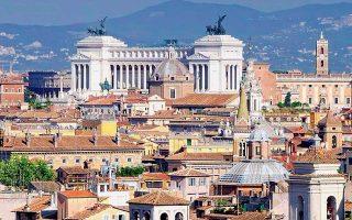 Το θέμα των ελλειμμάτων και των πλεονασμάτων στο σύστημα Target 2 επανέρχεται στην περίπτωση της Ιταλίας, διότι υπάρχει ανησυχία –ή και κερδοσκοπία– σχετικά με το πόσο επιθυμεί η νέα ιταλική κυβέρνηση να παραμείνει στην Ευρωζώνη. Το ζήτημα του ιταλικού χρέους προς το Ευρωσύστημα θα επανέλθει στην επικαιρότητα το φθινόπωρο, όταν θα καταθέσει η Ρώμη τον νέο προϋπολογισμό.