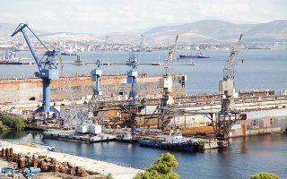 Τα Ναυπηγεία Ελευσίνας έχουν τρεις πλωτές δεξαμενές και μπορούν να κατασκευαστούν εμπορικά πλοία των 100.000 τόνων και πολεμικά πλοία έως το μέγεθος κορβέτας.