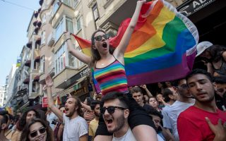 gay-pride-stin-konstantinoypoli-para-tin-apagoreysi-ton-archon0