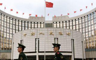 Εχουν περάσει μόλις τρεις εβδομάδες από την προηγούμενη ενίσχυση, ύψους περίπου 103 δισ. δολαρίων, που δόθηκε στις κινεζικές τράπεζες υπό τη μορφή χαλάρωσης των απαιτήσεων κεφαλαιακής επάρκειας. Τον Ιούνιο, η αύξηση των δανείων ήταν η μικρότερη που έχει καταγραφεί ποτέ, ενώ οικονομικοί αναλυτές προεξοφλούν πως θα επιβραδυνθεί περαιτέρω.
