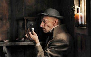 Ο Αντον Αντασίσνκι στον ρόλο του Μεφιστοφελή στον κινηματογραφικό «Φάουστ» από τον Ρώσο σκηνοθέτη Αλεξά-ντερ Σοκούροφ. Η ταινία βασίστηκε στον «Φάουστ» του Γκαίτε και στο μυθιστόρημα «Δρ Φάουστους» του Τόμας Μαν.