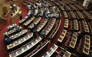Γενική άποψη από την Ολομέλεια της Βουλής πριν την έναρξη της συζήτησης προ Ημερησίας Διατάξεως, με πρωτοβουλία του αρχηγού της αξιωματικής αντιπολίτευσης και προέδρου της Νέας Δημοκρατίας Κυριάκου Μητσοτάκη, σε επίπεδο αρχηγών κομμάτων, με θέμα την Οικονομία, τις αποφάσεις του Eurogroup και τις  δεσμεύσεις  που ανέλαβε η κυβέρνηση, Αθήνα, Πέμπτη 05 Ιουλίου 2018. ΑΠΕ-ΜΠΕ/ΑΠΕ-ΜΠΕ/ΣΥΜΕΛΑ ΠΑΝΤΖΑΡΤΖΗ