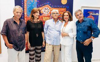 Από αριστερά, Γιάννης Ψυχοπαίδης, Μέτα Πανιάρα, Τάσος Μαντζαβίνος, Τατιάνα Σπινάρη και Γιάννης Αδαμάκος το βράδυ των εγκαινίων.