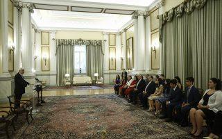 Ο Πρόεδρος της Δημοκρατίας Προκόπης Παυλόπουλος μιλάει κατά τη διάρκεια της συνάντησής του με ομάδα ελληνο-αμερικανών φοιτητών του Ελληνο-Αμερικανικού Ινστιτούτου (American Hellenic Institute), με επικεφαλής τον Πρόεδρο και Διοικητικό Εκτελεστικό Διευθυντή  Nick Larigakis (δεν εικονίζεται), στο πλαίσιο της 10ης ετήσιας επίσκεψής τους στην Ελλάδα. στο Προεδρικό Μέγαρο, Αθήνα, Δευτέρα 2 Ιουλίου 2018.  ΑΠΕ-ΜΠΕ/ΑΠΕ-ΜΠΕ/ΓΙΑΝΝΗΣ ΚΟΛΕΣΙΔΗΣ